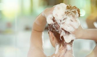 Von fruchtig bis mediterran: Natur-Shampoo selber machen