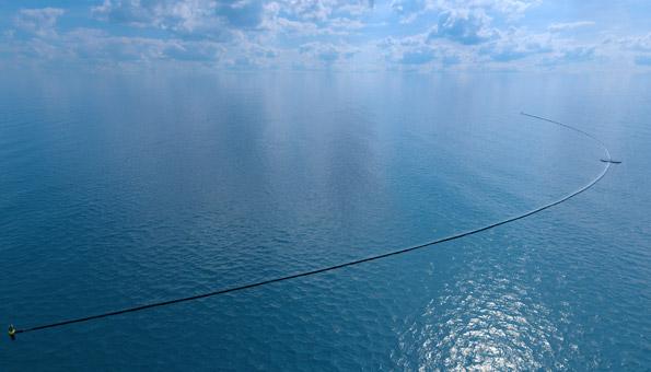 Die Anlage von The Ocean Cleanup ist rund 600 Meter lang