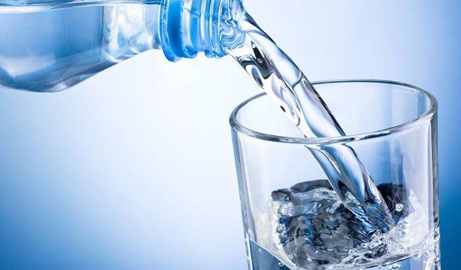 Wasser mit Kohlensäure soll hungrig und dick machen