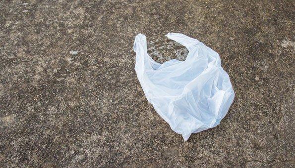Plastiktüten verkaufen oder nutzen kann in den Knast führen