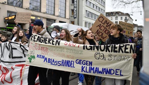Klima Streik Schweiz: Tausende Schüler demonstrieren fürs Klima