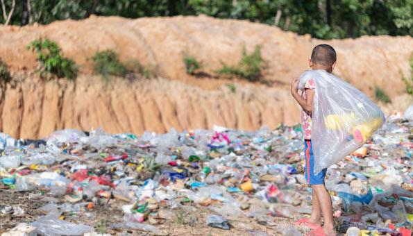 Wie die Plastic Bank Plastik zu Geld macht