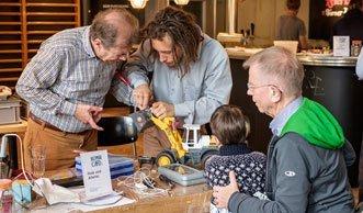 Repair Cafés flickten letztes Jahr rund 2'900 Gegenstände