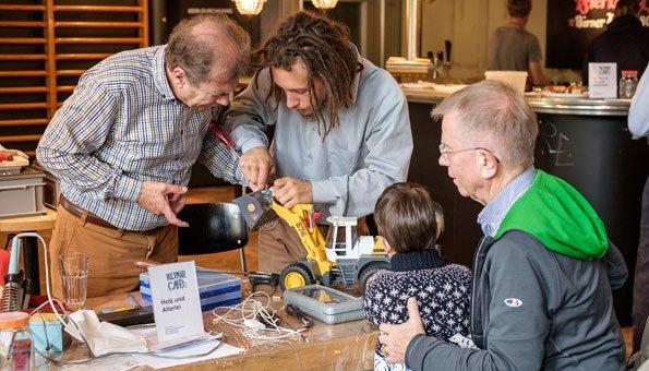 Repair Café: Besser reparieren statt neu kaufen und CO2 Bilanz verbessern