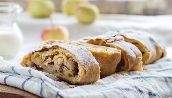 Apfelstrudel – Rezept mit Vanillesauce