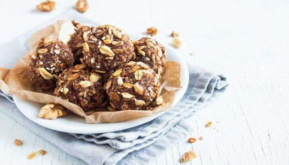 Schokoladig fein: Energy Balls mit Kakao und Erdnüssen