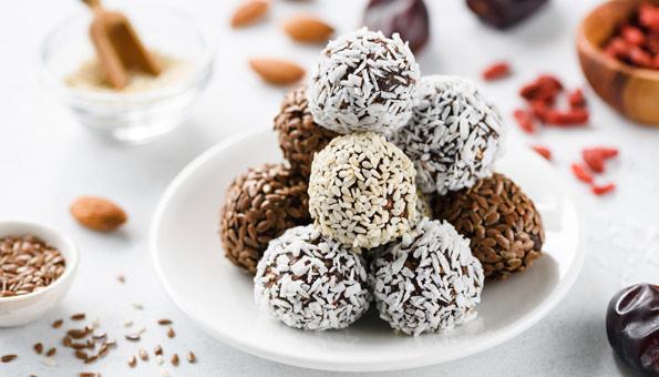 Energy Balls mit Samen und Nüssen variieren