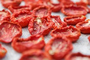 Tomaten trocknen und einlegen: So einfach geht's
