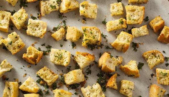 Croutons aus altem Brot schnell selber gebacken