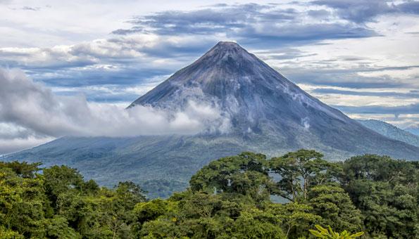 Er ist wohl eines der bekanntesten Sujets Costa Ricas: Der Vulkan Arenal.
