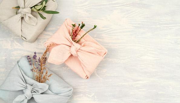 Furoshiki: So verpacken Sie Ihre Geschenke nachhaltig mit Tüchern