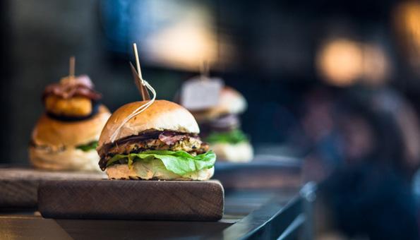 Gesunder Fleischburger als Symbol für nachhaltigen Fleischkonsum