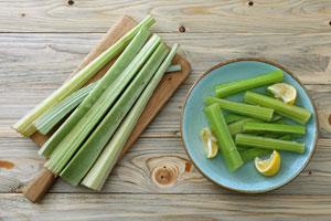 Das Artischocken-Gemüse Kardy roh