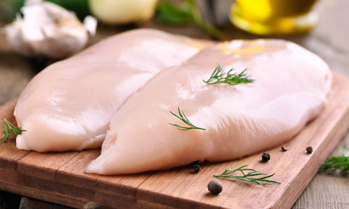 Poulet und Schweinefleisch ist auf Platz 6 der klimaschädlichsten Lebensmittel
