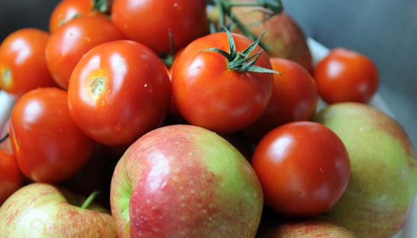 Tomaten mit Äpfeln aufbewahren