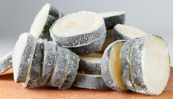 Zucchini roh einfrieren in Scheiben